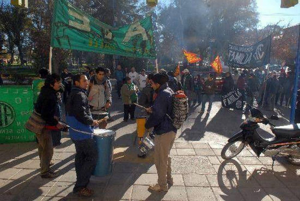 La protesta de CTA sumó reclamos de varios sectores en Roca