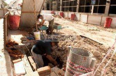 El centro y 15 barrios sin agua por la rotura de un ca�o en la obra de la plaza