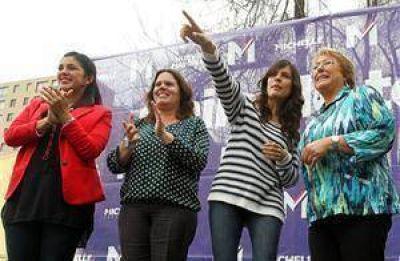 Bachelet y Matthei eligen la misma estrategia: evitar la confrontación