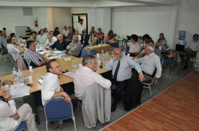 El ministro Ferrán expuso sobre el Presupuesto 2014 y se cruzó con Borthiry