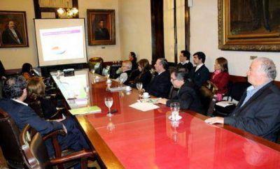 Vaz Torres y senadores analizan el Presupuesto