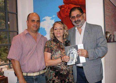 Jorge destacó el valor del libro sobre Lola Mora presentado recientemente