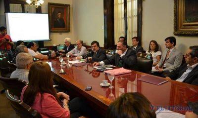Vaz Torres defendió el Presupuesto, pero el FPV le exigió puntos clave para un aval