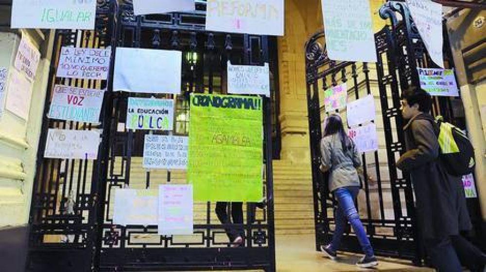 La Justicia ordenó reincorporar a dos alumnos sancionados por la toma en el Nacional Buenos Aires