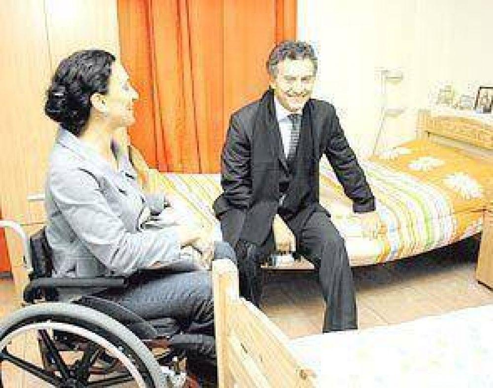 También Michetti hace campaña en actos oficiales y la critica la oposición