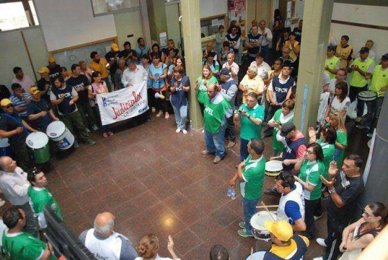 Estatales seguir�n con la protesta pero asistir�n a la reuni�n con Jorge