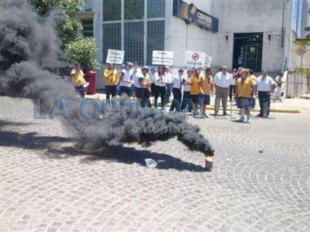 Ruidosa protesta de empleados del Correo
