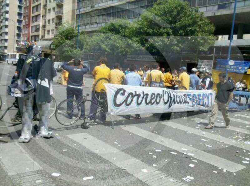 Trabajadores del Correo Argentino en estado de alerta y movilización