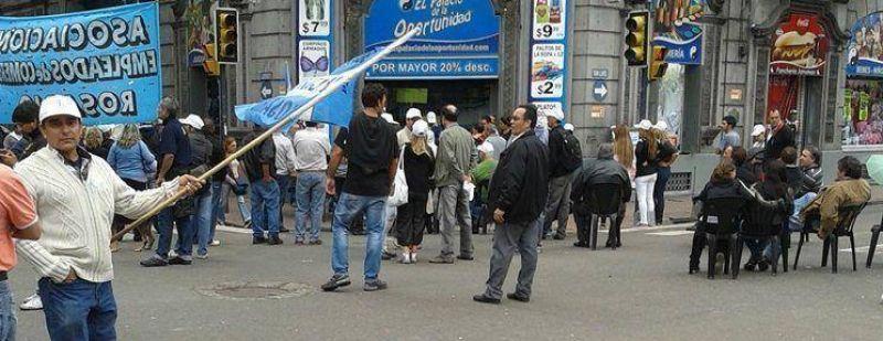 Mercantiles salen a la calle para controlar el feriado del lunes