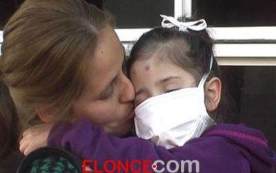 La familia de Dulce, la ni�a que espera un transplante necesita ayuda