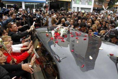 En una ceremonia �ntima, despidieron los restos del empresario Ricardo Fort