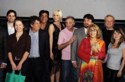En una noche de alfombra roja, Closs, Pablo Echarri y otras figuras lanzaron el Festival de Cine de las Tres Fronteras